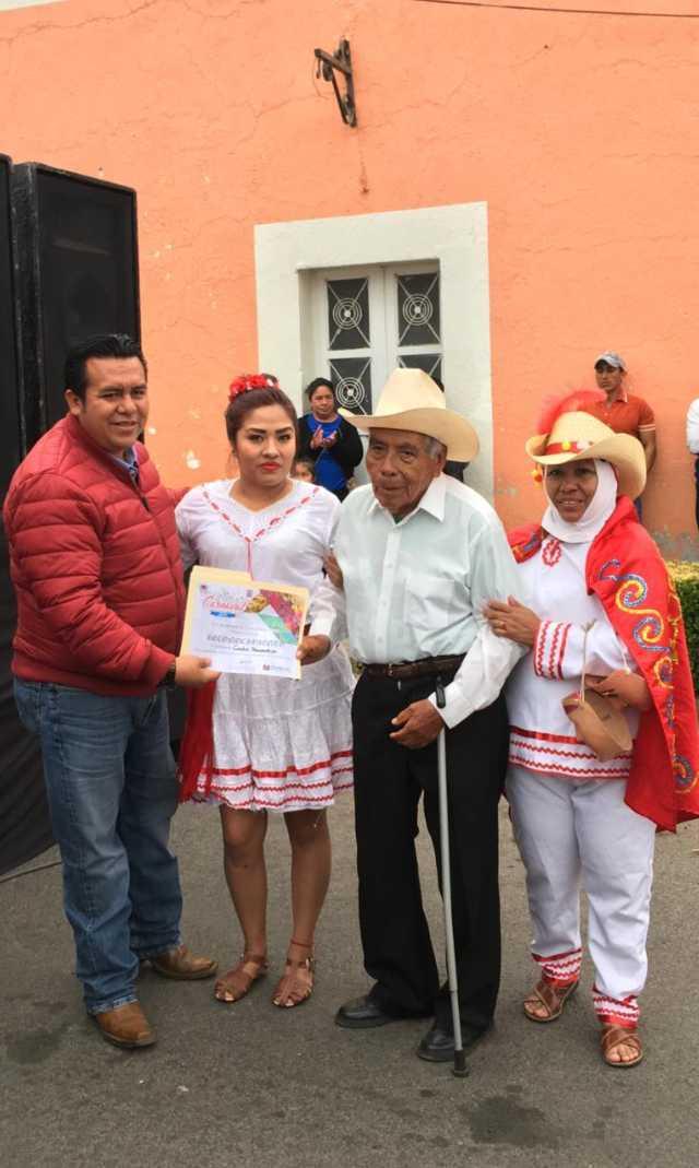 Alcalde contribuye con las fiestas carnavalescas del municipio