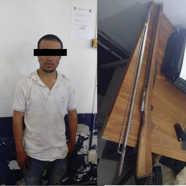 Detienen policías municipales a hombre con arma de fuego en Tzompantepec