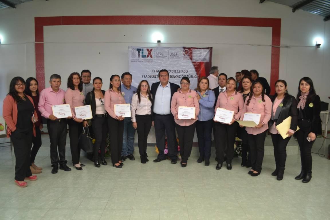 Se realizó en Tzompantepec, Entrega de Certificados de Preparatoria Abierta
