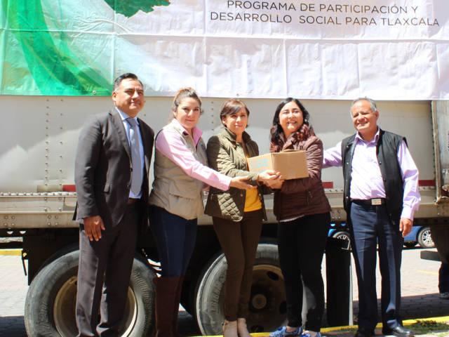 Llegan 4008 litros de leche en beneficio de las familias de Tetla de la Solidaridad