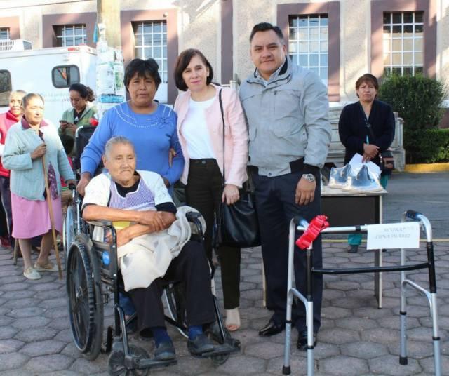 Entregan sillas de ruedas y aparatos funcionales en Tetla