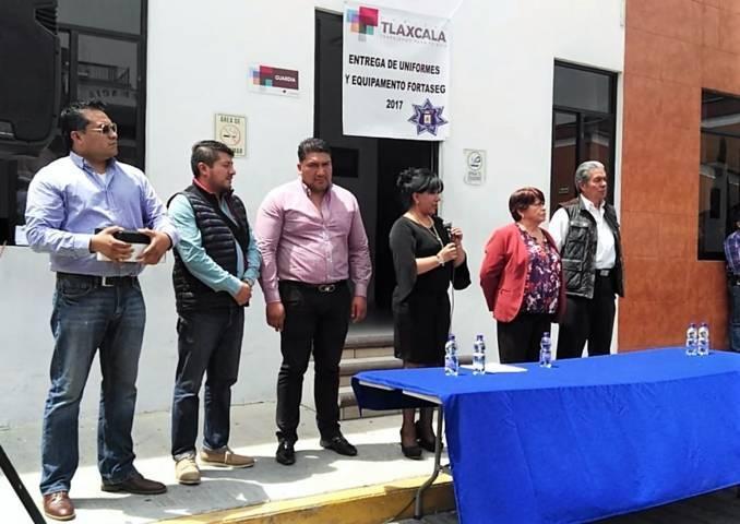 Entrega Ayuntamiento recursos Fortaseg 2017 a elementos de Seguridad