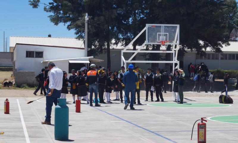 PC imparte cursos a estudiantes sobre conatos de incendio y como controlarlo