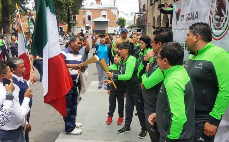 Entrega Anabell Ávalos Fuego de Independencia a comunidades y delegaciones