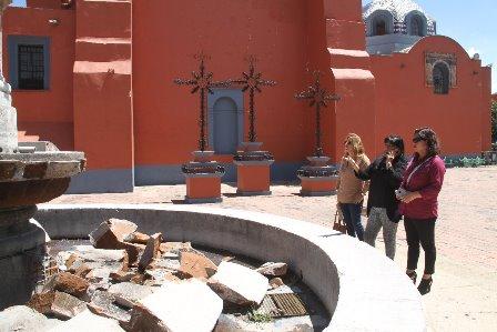 Atiende comuna de Tlaxcala derribo parcial de fuente ubicada en San José