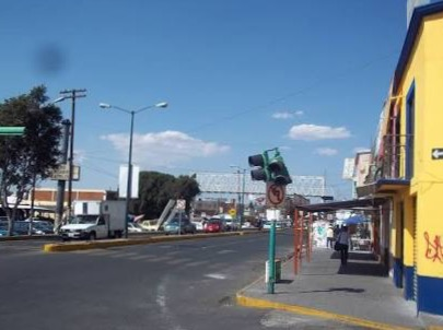 Ladrones se hacen pasar por pasajeros para robar combi en Zacatelco