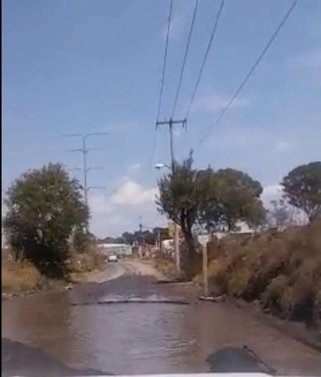 Denuncian enorme bache en camino real tramo Zacatelco