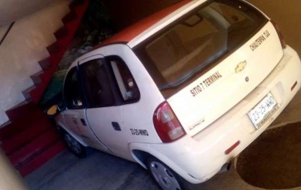 Recuperan policías de Chiautempan taxi robado en motel