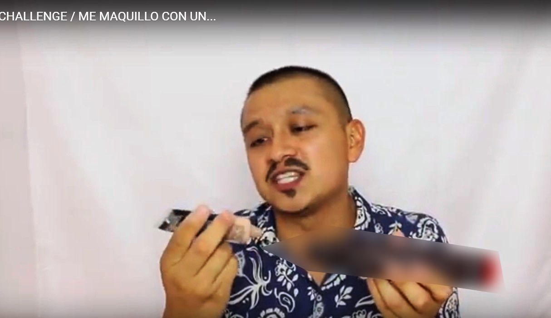 Funcionario de Tlaxcala aconseja como maquillarse con un dildo