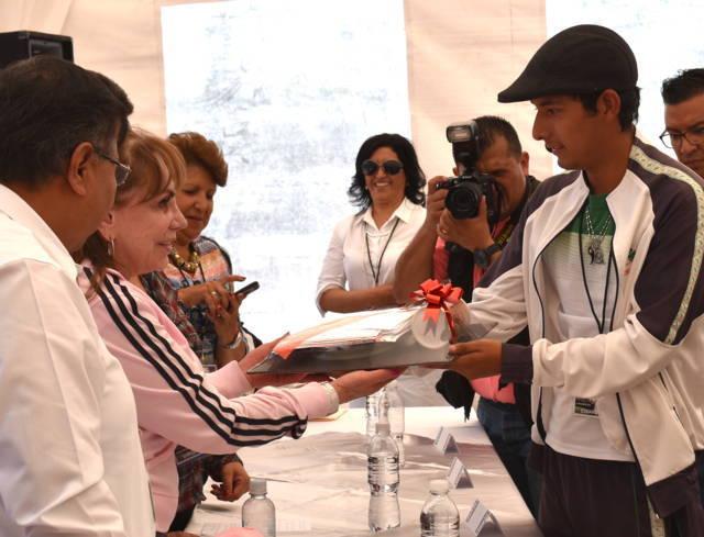 Becarios de CECyTE Tlaxcala convivieron con benefactora de Fundación Rio
