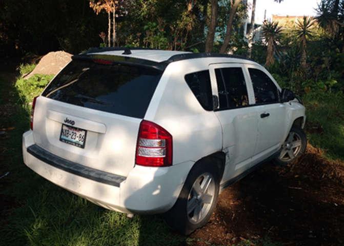 Policías Municipales de Xicohtzinco recupera camioneta con reporte de robo