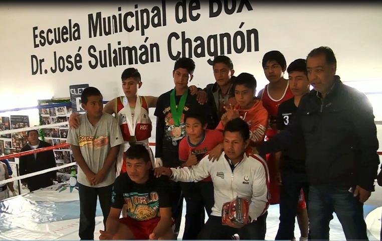 Entrega CMB galardón simbólico a Gobernador de Tlaxcala
