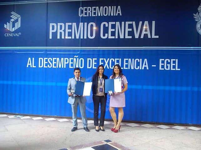 Reciben estudiantes de la Facultad de Odontología de la UAT reconocimiento al desempeño de excelencia