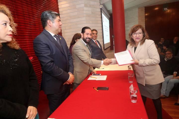 Entregan en la UAT reconocimientos y apoyos económicos del PRODEP