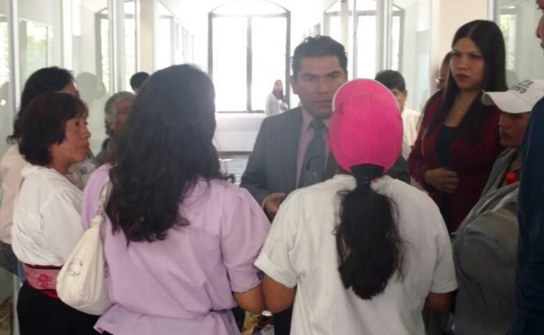 Garrido Cruz abierto al dialogo con grupo de mujeres de Ixtenco