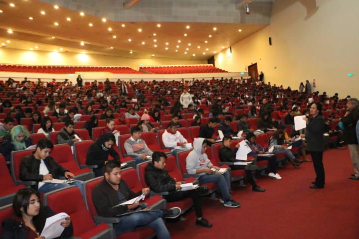 Presentaron en la UATx examen de admisión al ciclo II