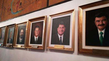 Por fin ponen pintura de Héctor Ortiz en Galería de Gobernadores