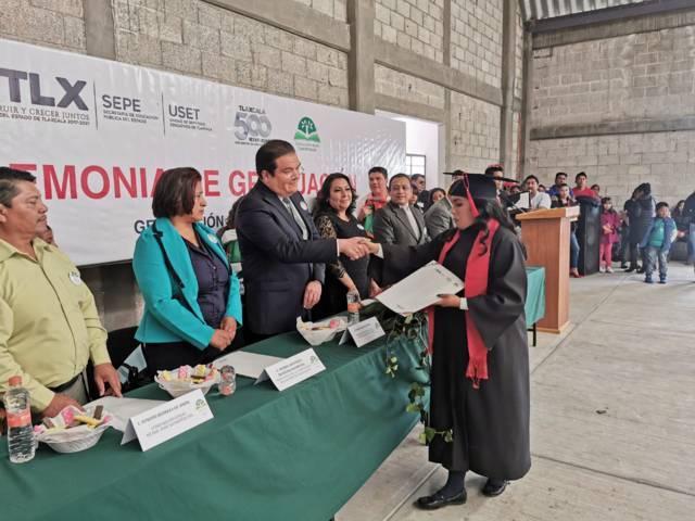 Alcalde impulsa la educación apadrinado alumnos del Telebachillerato 02 San José