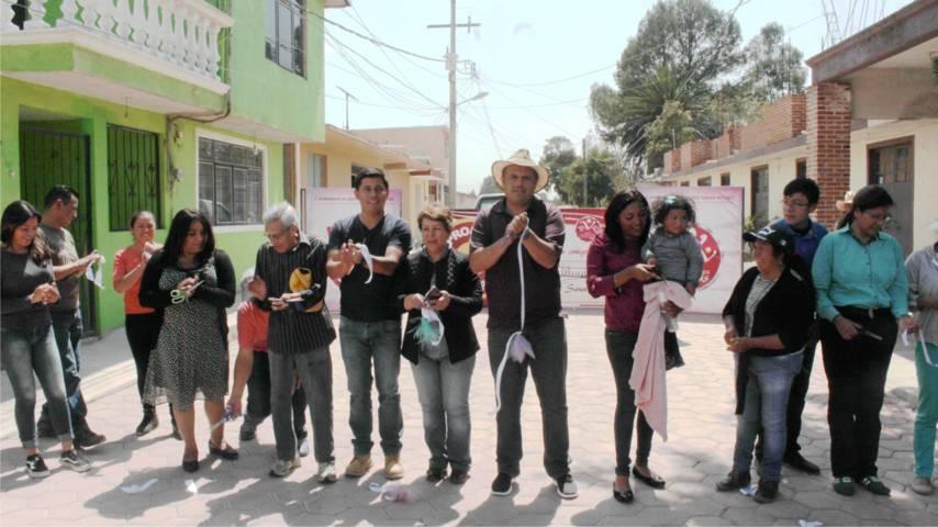 Alcalde mejora la imagen urbana de la priv 16 de septiembre con adoquín