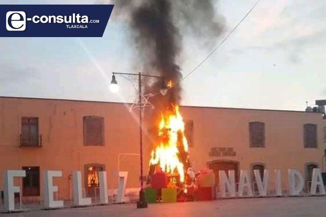 Incendian árbol de navidad de Ixtenco; cámaras delatarán al infractor