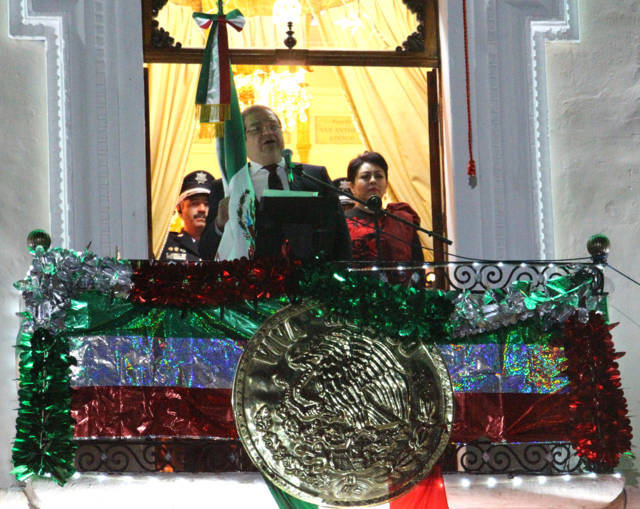Alcalde vitoreó a los Héroes de la Independencia que nos dieron patria y libertad