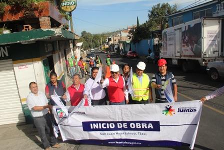Alcalde de Huactzinco mejora infraestructura en la calle 16 de septiembre