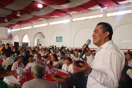 Héctor Domínguez festejó a 1,500 abuelitos chiautempenses