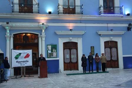 SE ILUMINA FACHADA DE PALACIO MUNICIPAL DE HUAMANTLA DE AZUL SE SUMA A LA LUCHA CONTRA LA TRATA DE PERSONAS