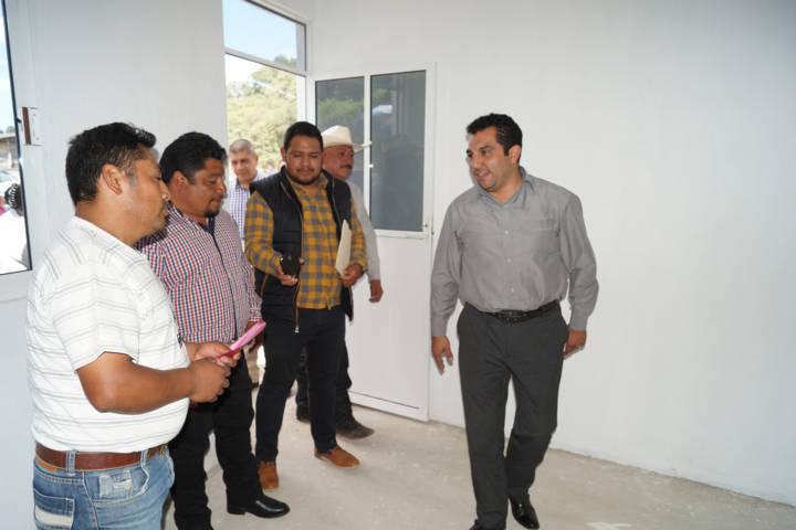 Alcalde mejora la calidad de vida de 10 familias con un cuarto dormitorio