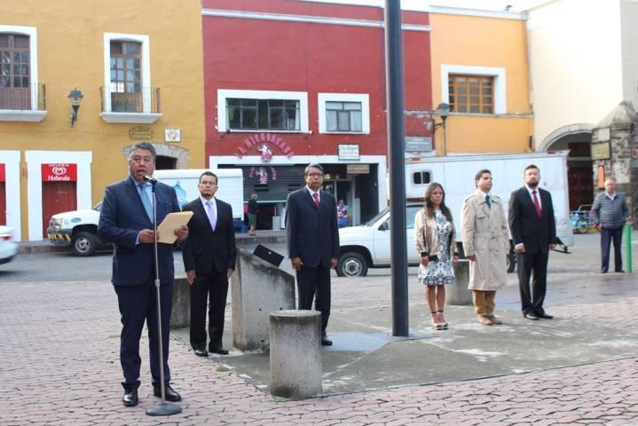 Rinden Diputados de la LXII Legislatura homenaje a lábaro patrio en Plaza de la Constitución