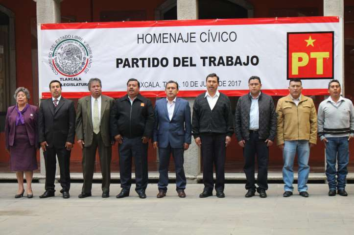 Rinde PT homenaje a la bandera en Congreso del Estado