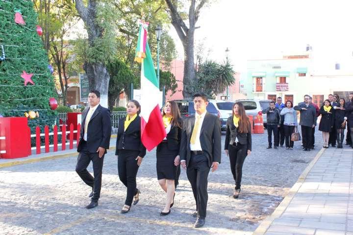 Celebra Eloy Reyes acto cívico, conmina a funcionarios a reforzar valores