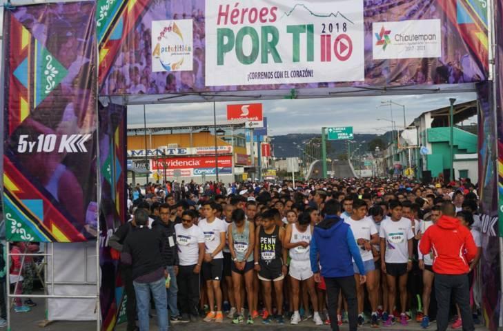 Corren cientos de personas por Chiautempan y Apetatitlán