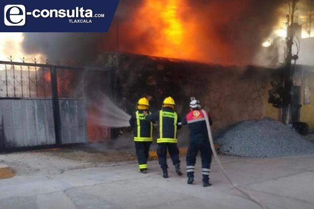 Se les quema la mercancía a presuntos huachicoleros