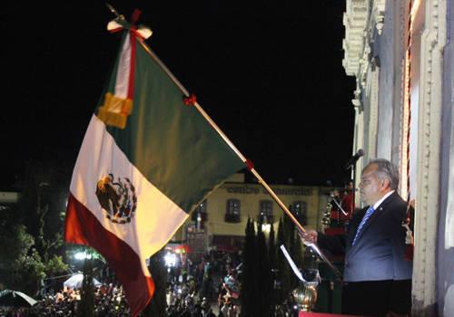 Da Alejandro Aguilar emotivo Grito de Independencia