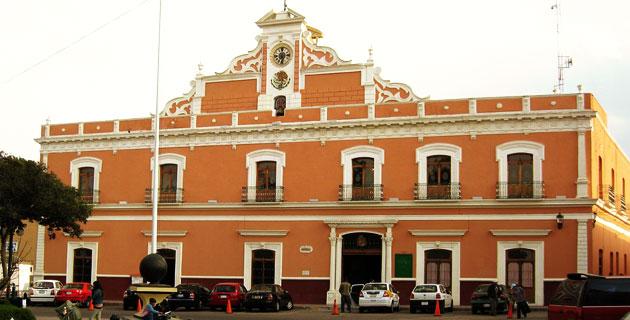 Denuncian a regidor de Huamantla por escandalizar borracho