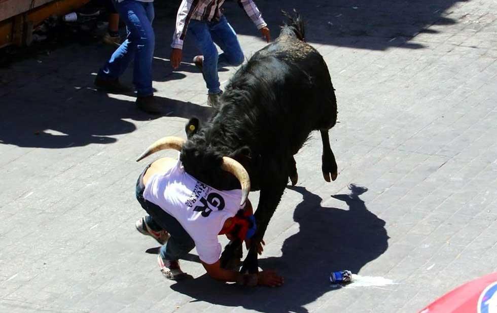 Tres lesionados por asta de toros registró la huamantlada