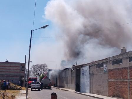 Se incendia fábrica de textiles en Chalma en Chiautempan