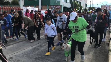 """Participan 400 personas en """"Corre, camina o trota con tu mascota"""""""