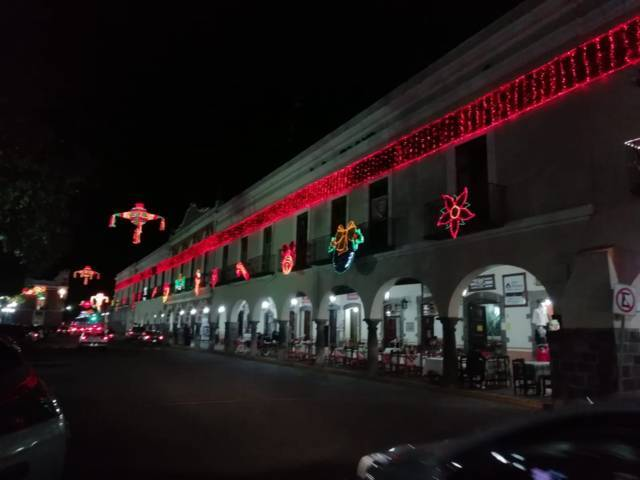Iluminan las noches decembrinas en la capital