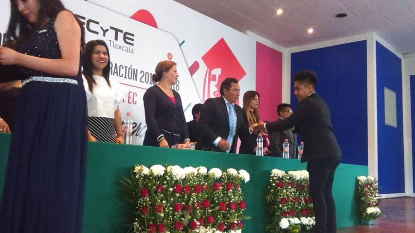 Rivera Mora apadrina generación 2015-2018 del CECyTE 07 de Ahuashuatepec
