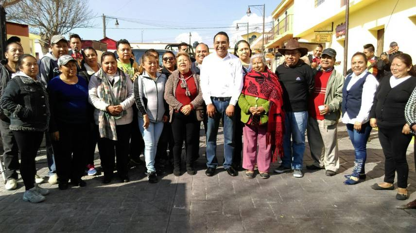Inaugura alcalde de Ixtenco corredor comercial
