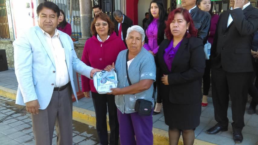 Beneficia SMDIF Tlaltelulco a personas con problemas auditivos