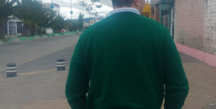 Exhibe vídeo de pelea entre alumnas y lo corren de la escuela