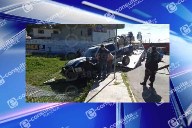 Patrulla choca contra poste en Tetla