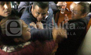Presidentes de comunidad violentan cabildo de Tetla