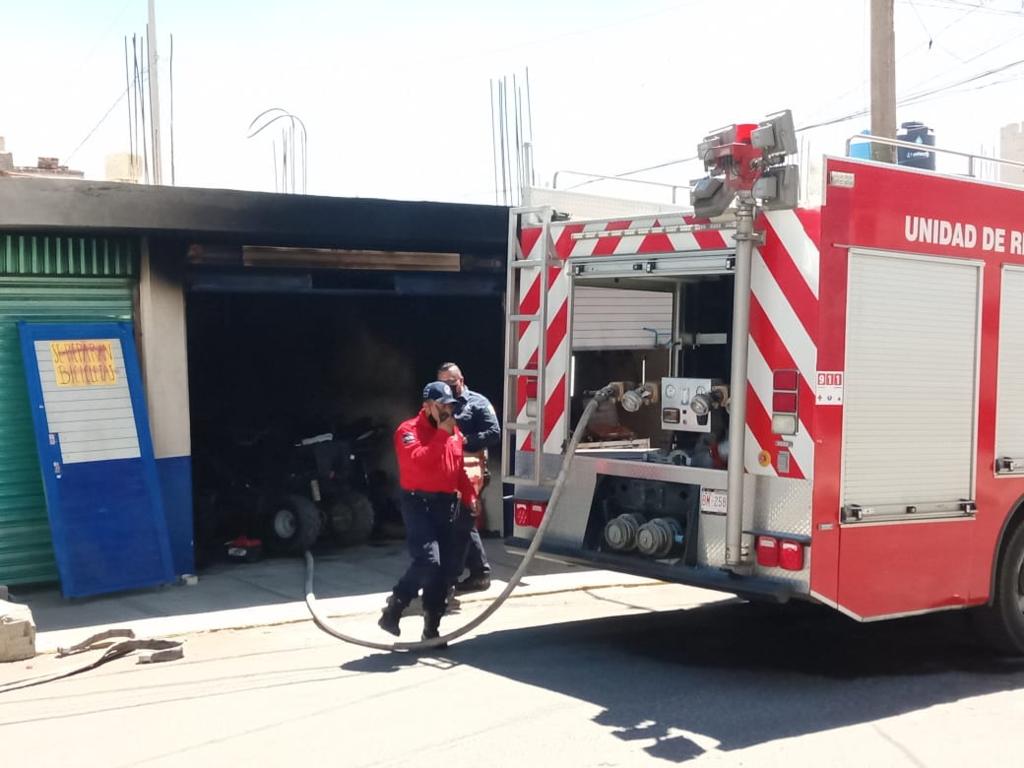Se incendia taller de motocicletas en Chiautempan