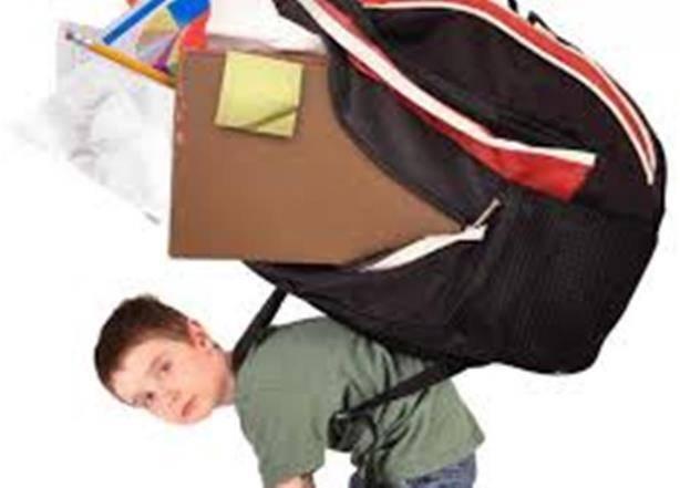 Se recomienda no cargar útiles escolares que sobrepasen el 10% del peso del menor