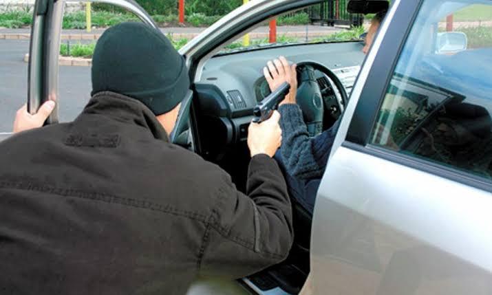 Imparable el robo de vehículos; ahora despojan a vendedores