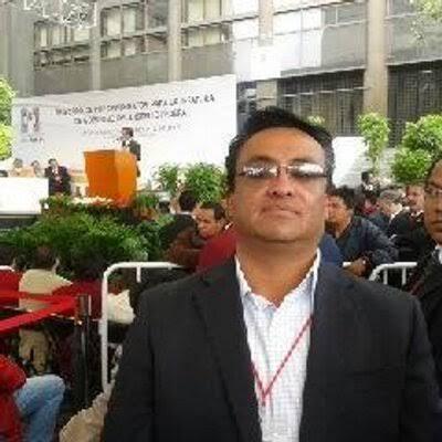 Líder de PRI se va por inepto tras colocar a su partido en la séptima posición